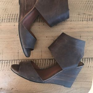 Lucky Brand open toe brown leather wedge sz 9
